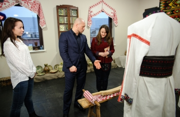Illia Kyva with his daughter Kateryna have visited an exhibition of the Ukrainian heritage 4