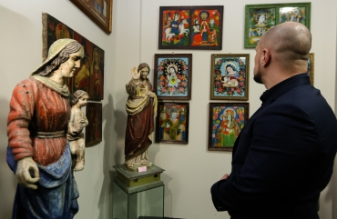 Illia Kyva with his daughter Kateryna have visited an exhibition of the Ukrainian heritage 3