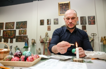 Illia Kyva with his daughter Kateryna have visited an exhibition of the Ukrainian heritage 19