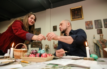 Illia Kyva with his daughter Kateryna have visited an exhibition of the Ukrainian heritage 12