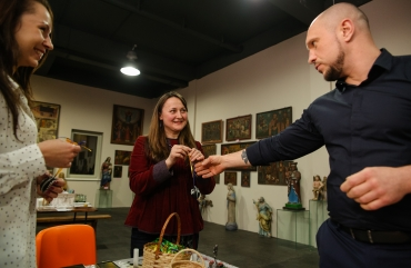 Illia Kyva with his daughter Kateryna have visited an exhibition of the Ukrainian heritage 10