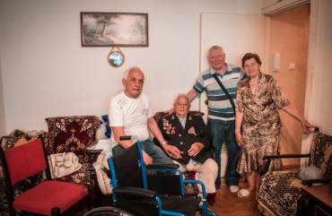 Kiev veteran received a wheelchair from the Ilya Kiva Foundation «Liberation»