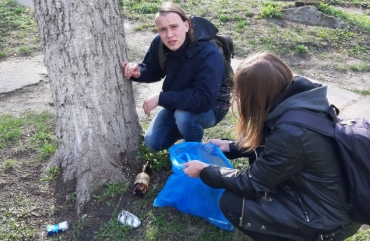 Young Socialists clean Kiev from household rubbish