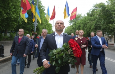 Ilya Kyva laid flowers to the Memorial of Eternal Glory